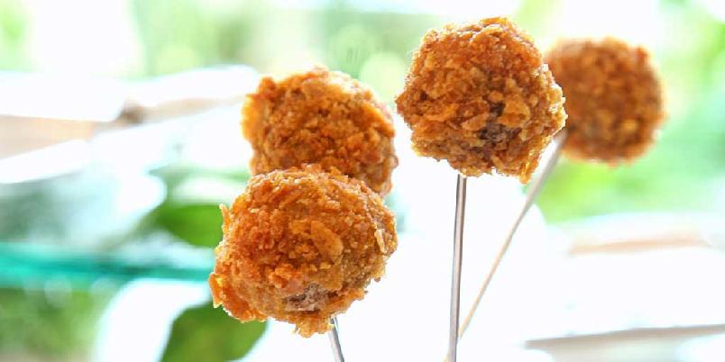 Cornflakespanerte kyllingboller med gåselever -