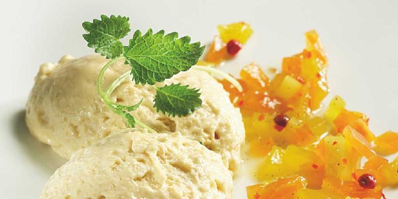 Cognacfromasje med mango- og papayachutney -