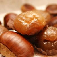 Kandiserte kastanjer - Kandiserte kastanjer lages meget enkelt med sukker, og litt salt. De kan brukes til mangt og meget.