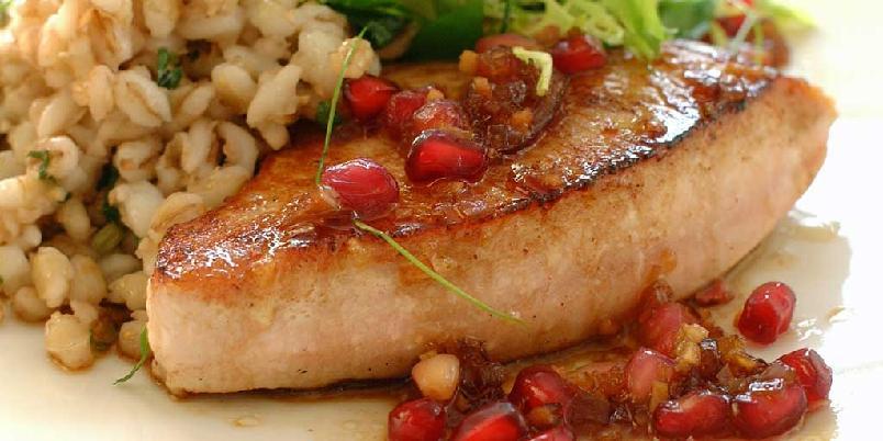 Kalkunbiff med byggryn og granateplesaus -