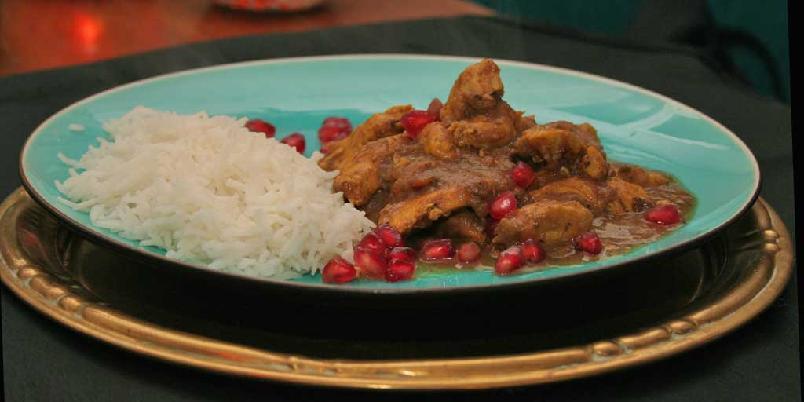 Fesenjan - iransk kyllinggryte med valnøtt- og granateplesaus - Om du er klar for å bruke kylling til noe helt nytt, velger du denne gryteretten. Den smaker fantastisk spennende!