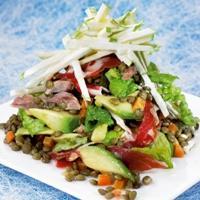 Linsesalat med avokado, skinke og eple- og pepperrotkrem -