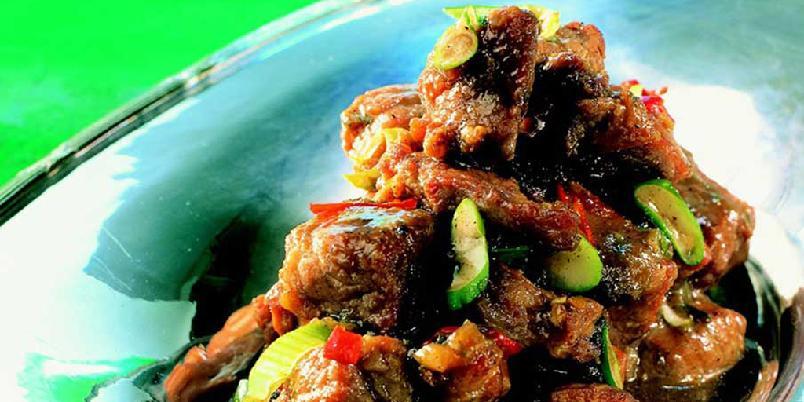 Svinekjøtt med five spice-pulver - Five spice, som er en blanding av stjerneanis, kanel, sechuanpepper, kryddernellik og fennikelfrø, gir retten en eksotisk og spennende smak. Den krever ikke stor innsats, og kan tilberedes på forhånd.