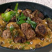 Asiatiske kjøttboller med peanøttsaus og ris -