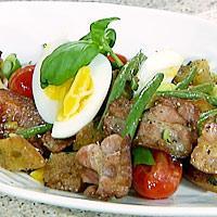 Lun egg-, bacon- og bønnesalat -