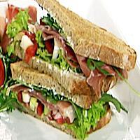 Dobbel sandwich med spekeskinke og kremost -