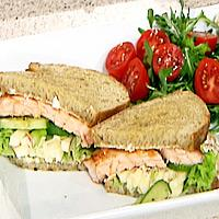 Dobbel sandwich med laks, eple og crème fraiche -