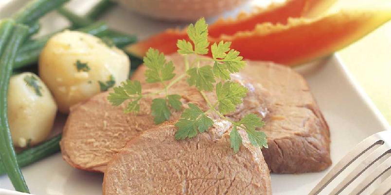 Helstekt svinefilet med tropisk saus -