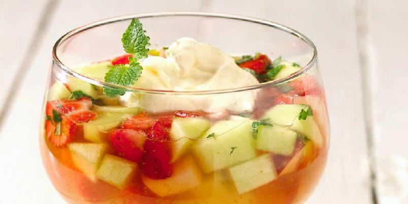 Kald dessertsuppe med limekrem -