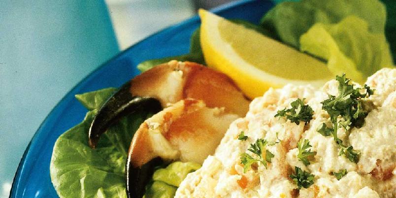 Krabbesalat med koriander - Om du har lyst å prøve noe annet enn krabbe naturell, anbefales denne. Tilsett gjerne litt chili og limesaft for ekstra smak.