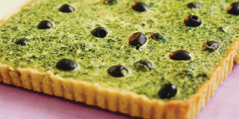 Spinat- og olivenpai - En grønn vegetarpai, som også kan spises sammen med spekemat.