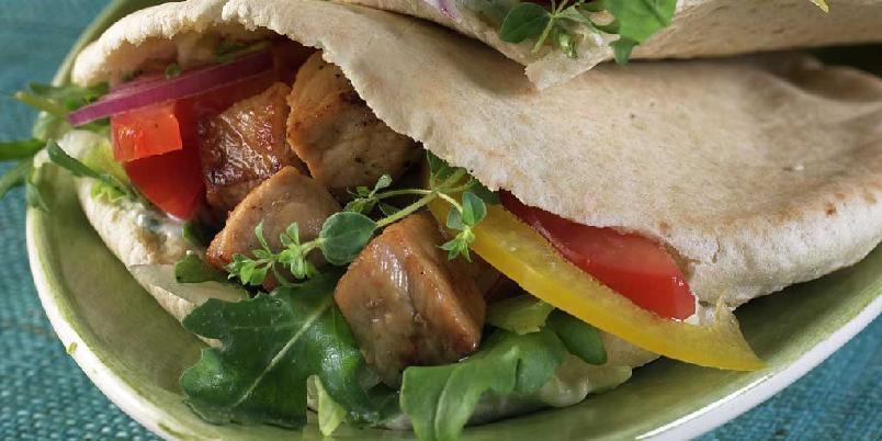 Souvlaki i pitabrød - Alle som har vært i Hellas har nok smakt eller hørt om Souvlaki. Dette er en populær fastfood-rett der.