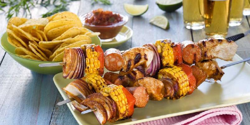 Texmexspyd - Spyd med svinekjøtt, chorizo, rødløk, paprika, maiskolbe og tacokrydder.