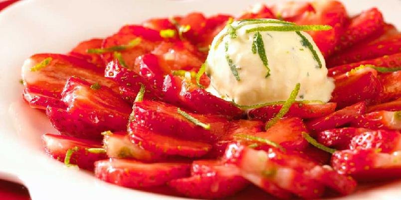 Jordbærcarpaccio med mynteparfait -