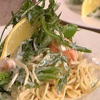 Kremet pasta med laks og sukkererter -