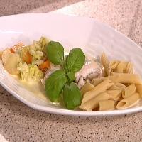 Yoghurtmarinert rødspettefilet med pasta og kremete grønnsaker -