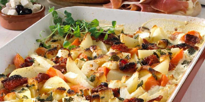 Bakte rotgrønnsaker med feta og hvitløk -