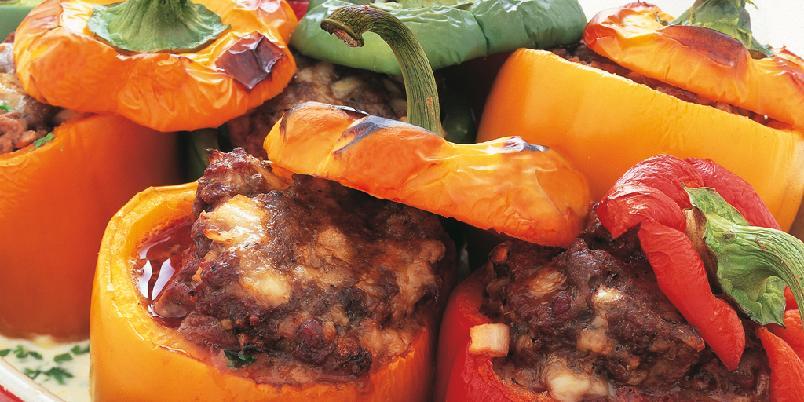 Fylt paprika - Fylte grønnsaker er kjempegodt. Bruk gjerne paprika med ulike farger. Du kan også bruke den samme kjøttblandingen til å fylle for eksempel aromasopp eller aubergine.