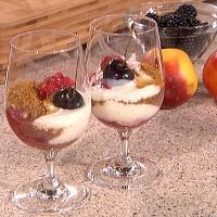 Vaniljeyoghurt med honning, havre og høstens bær -