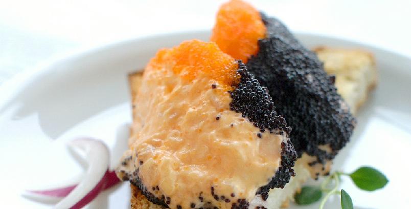 Eggende kaviarsalat - Dette er en enkel forrett som passer hele året. Dersom du får tak i lakserogn eller ørretrogn blir det enda bedre (enn med lodderogn).