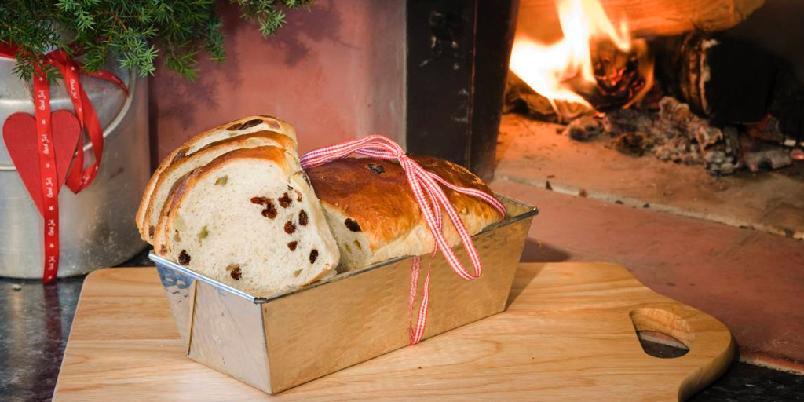 """Julekake med rosiner - Julekake, også kalt julebrød, med sukat og rosiner er et """"must"""" for mange i julen."""