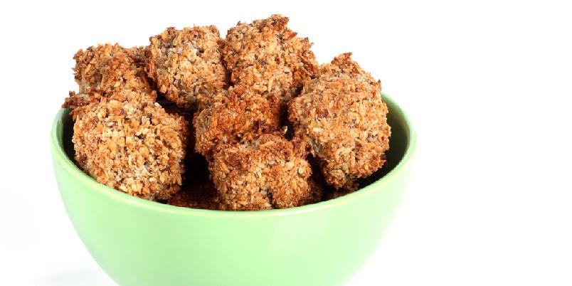 Kokosnøtter - Småkaker med kokosmasse, hakkede nøtter og kli.