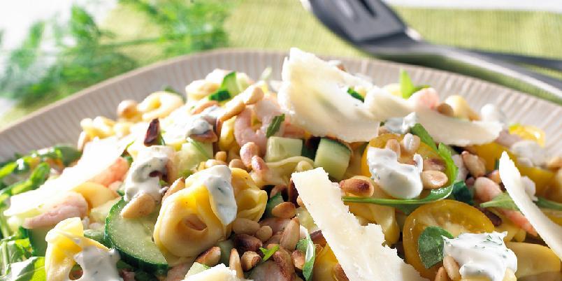 Tortellinisalat - En smaksrik salat som like gjerne kan serveres som tilbehør til annen mat, eller alene som sunn og rask middag.
