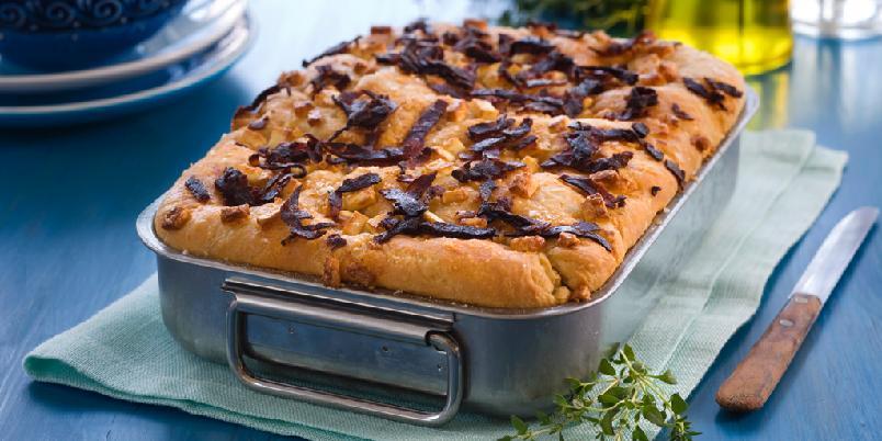Focaccia med chorizo og feta - Nydelig brød som nesten er en rett i seg selv. Passer godt som tilbehør til grillmat, spekemat eller pasta.
