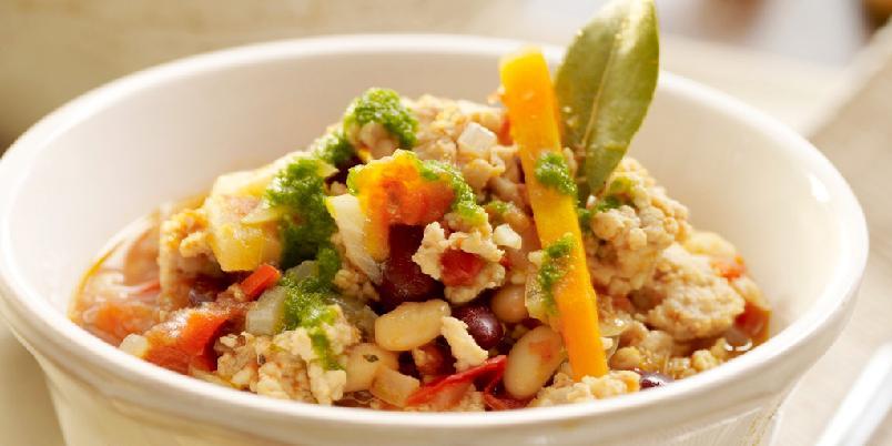Hot kjøttdeiggryte med bønner - Prøv en enkel kjøttdeiggryte med kyllingkjøttdeig og bønner. Tilpass mengden chili etter hvor hot du vil ha den.