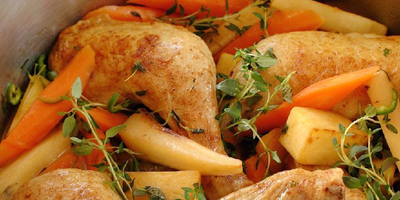 Kyllinglår med rotgrønnsaker i appelsinsaus - Her er det mye og god smak. For litt ekstra spicy saus kan du tilsette litt grønn karripasta i sausen.