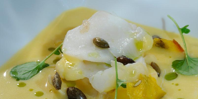 Torskeflakes i gresskarsuppe - Superkokk Geir Skeie gir deg oppskriften på gresskarsuppe med torsk.