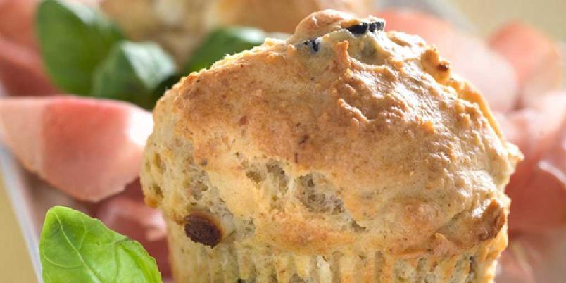 Muffins med feta og oliven - Server muffinsene med salat, en god spekeskinke eller nyt dem som de er.