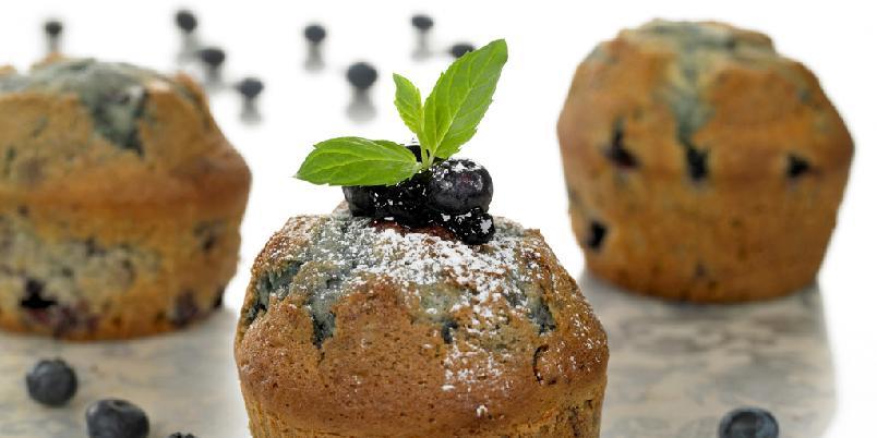Blåbærmuffins - Lag dobbelt porsjon når du er igang. Muffinsene er flotte å fryse ned.
