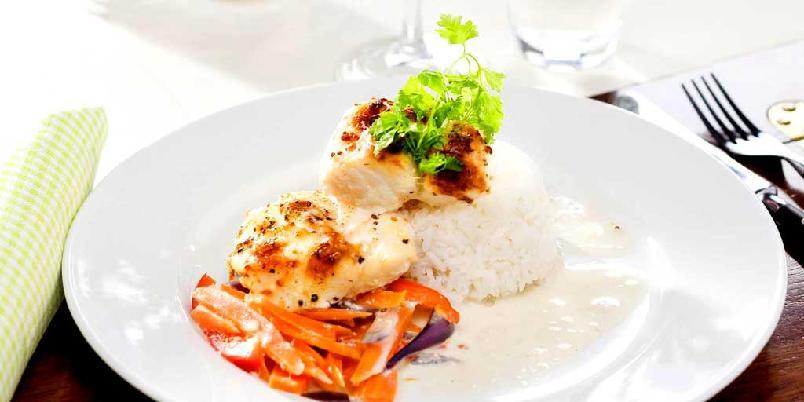 Kremet fiskegryte - Grønnsakene gir nydelig smak og farge til fisken.