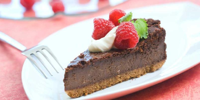 Ostekake med sjokolade - Ostekake er godt, sjokoladekake er godt. Her får du en velsmakende kombi-løsning.