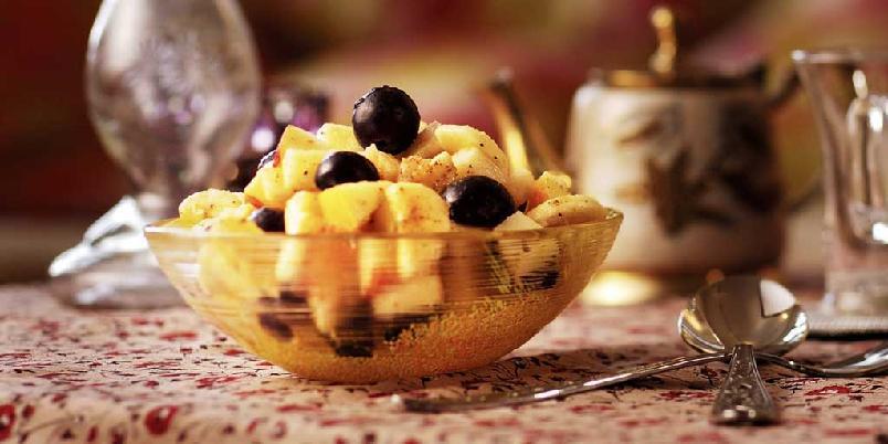 Fruktchaat - indisk fruktsalat - Denne krydrede fruktsalaten kan serveres både som forrett og dessert. Dersom den skal være dessert, kuttes potetene ut.