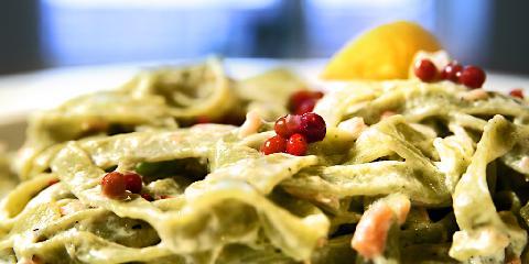 Kremet pasta med røykalaks - Raskere fiskemiddag enn dette er det vanskelig å få til!