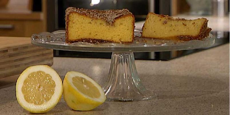 Sitronkake med sesamfrø - En lettlaget og holdbar sitronkake med sesamfrø, honning og yoghurt. Perfekt å ta med på påsketur!