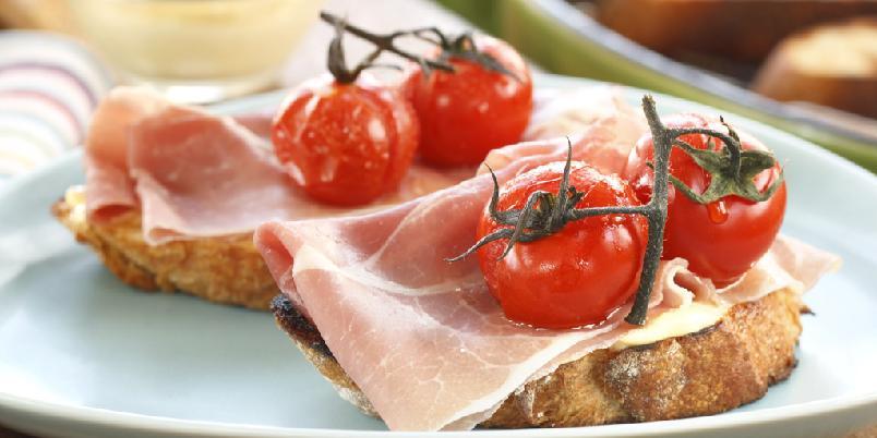 Grillet bruschetta med spekeskinke og tomat - Bruschetta blir enda bedre når de lages på grillen...