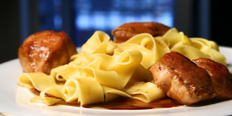 Stekt kylling med honning og soya - Dette er måten å steke en hel kylling på ti minutter. Kanskje tolv.
