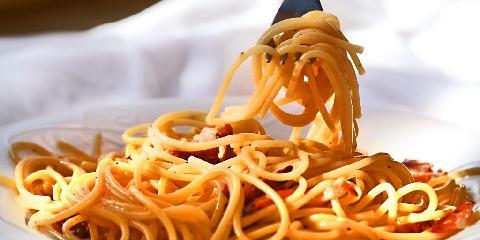 Spaghetti Carbonara - Dette er antakelig den enkleste oppskriften på Spaghetti Carbonara noensinne.