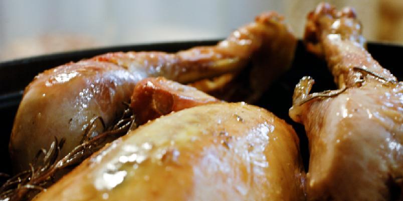 Muriels kylling - Dette er Clotilde Dusouliers oppskrift på kylling som hun fikk fra Muriel. En gang i livet må du følge denne enkle oppskriften til punkt å prikke. Alt annet ville være idiotisk.