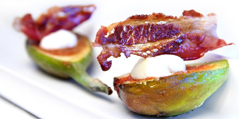 Fiken med supersprøtt bacon - Denne forreten er morsom å lage og er kjempegod som starten på et bedre måltid. Salt bacon og søt fiken - helt genialt.