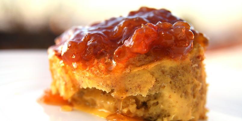 Brødpudding med multesyltetøy - Dette er en nordisk vri på en engelsk variant. Det er enkelt og morsomt å lage.