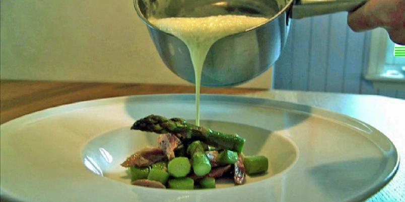 Aspargessuppe med laks - Dette er Geir Skeies enkle oppskrift på aspargessuppe med laks.
