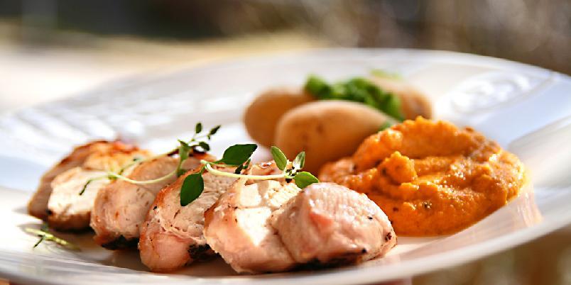 Grillet kyllingbryst med gulrotstappe - Deilig kyllingbryst med eksotisk gulrotstappe...