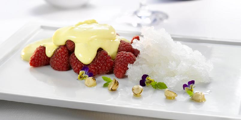 Friske bringebær med Martini Asti granite og sabayonne - Her er en sommerfrisk dessert med deilige bringebær.