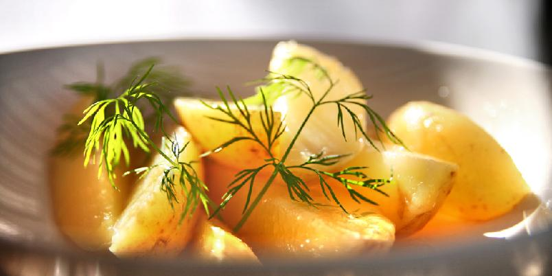 Potetsalat med dill - Enkelt og klassisk med dill.