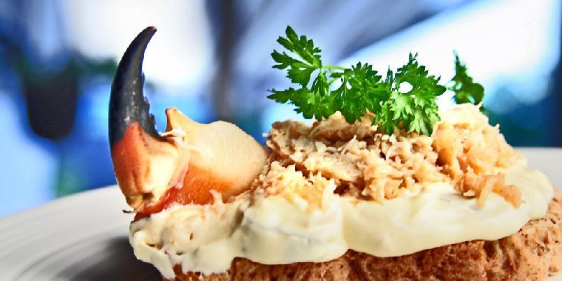 Sandwich med krabbe - Krabbe er godt med litt cayenne og tabasco.