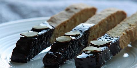 "Biscotti - Biscotti er kjeks som er rågodt til kaffen. ""Bi"" i biscotti betyr ""to"" og henspiller på at den stekes to ganger."